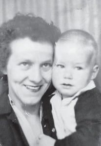 Gyrt Hall Cook at the age of 28 holding one of her 5 children, Jeff Cook